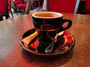 Das nach-dem-Essen-Espresso-Bild.