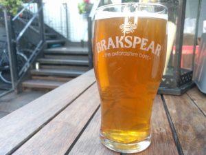 Mein erstes Pint, ein Brakspear Organic Blonde Golden Ale.