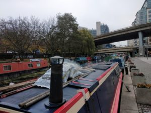 Narrowboats im Paddington Basin.