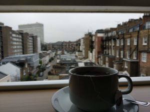 Der letzte Tee im Hotelzimmer.