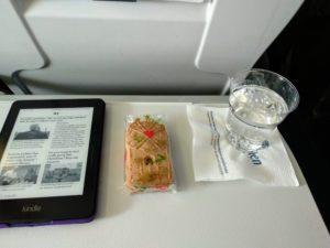 Romantisches Essen auf dem Flug LH 1084.