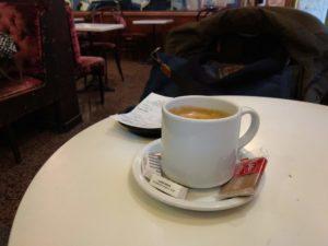 Einen Kaffee, da, wo mich keiner so richtig versteht.