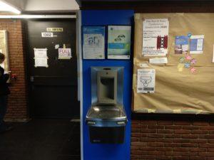 Öffentlicher Wasserspender, hier: Gebäude H.
