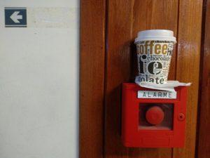 Mal kurz meinen Kaffee Parken.