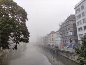 Vormittag. Noch ist Gent in Nebel gehüllt.